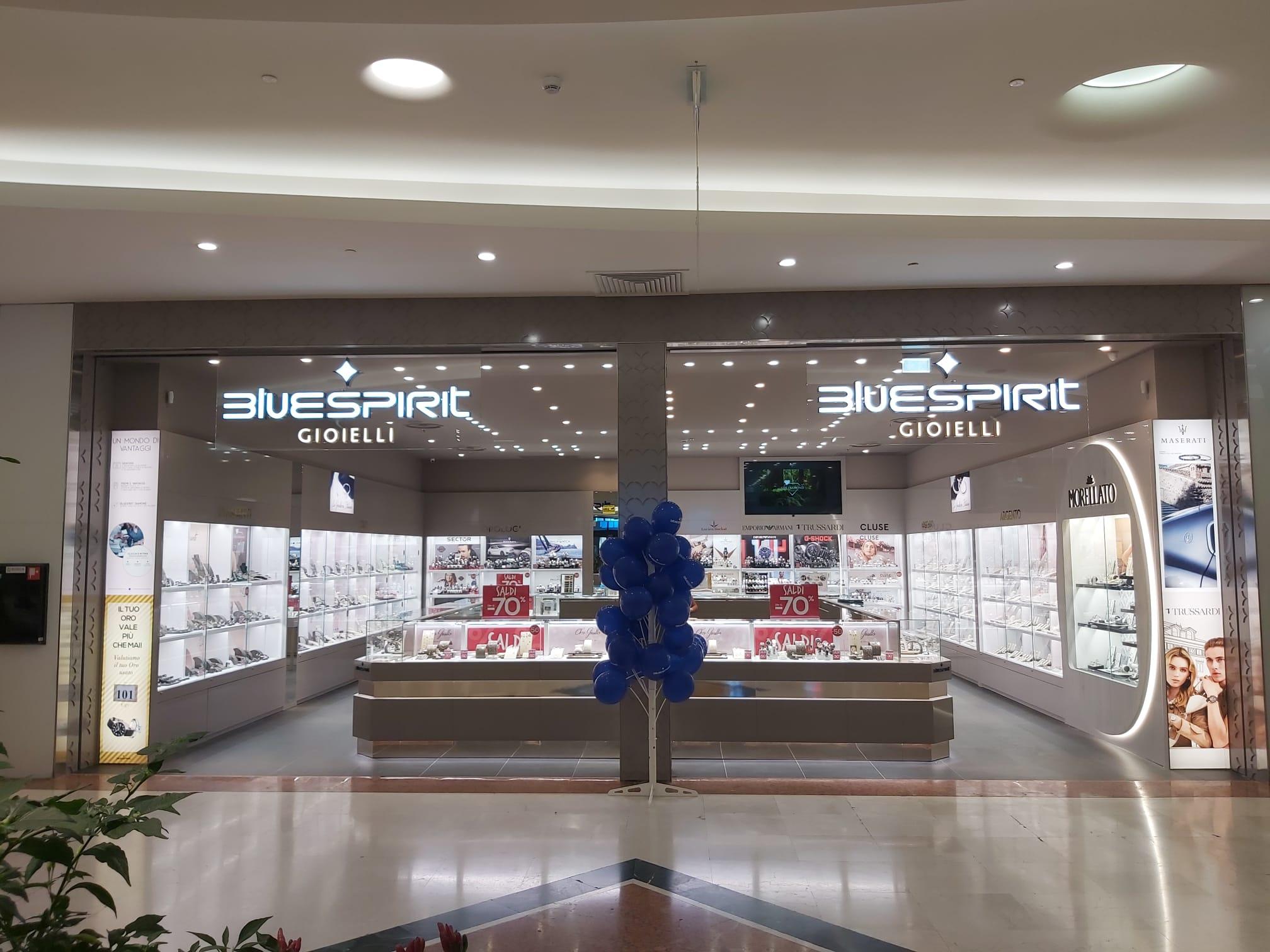 bluespirit inaugura il nuovo concept store realizzato da Arredo 91 produzione